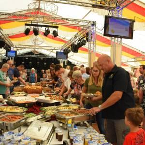 Duizenden bezoekers en scala aan artiesten bij Zomerfeest West-Geesteren/De Pollen
