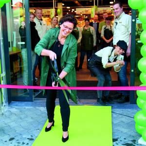 Feestelijke opening Plus Supermarkt Daniëlle Tijhuis