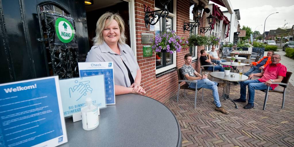 Tante Ell in Wierden mocht na dik twee maand weer open; Ellen Egberts is blij dat er weer wat mogelijkheden zijn.