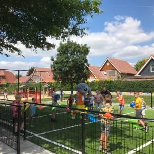 Tilligte blij met haar vernieuwde speel-sportveld
