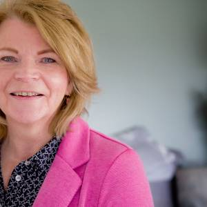 Bestuursassistente Caroline Valk verlaat na 38 jaar het Wierdense gemeentehuis