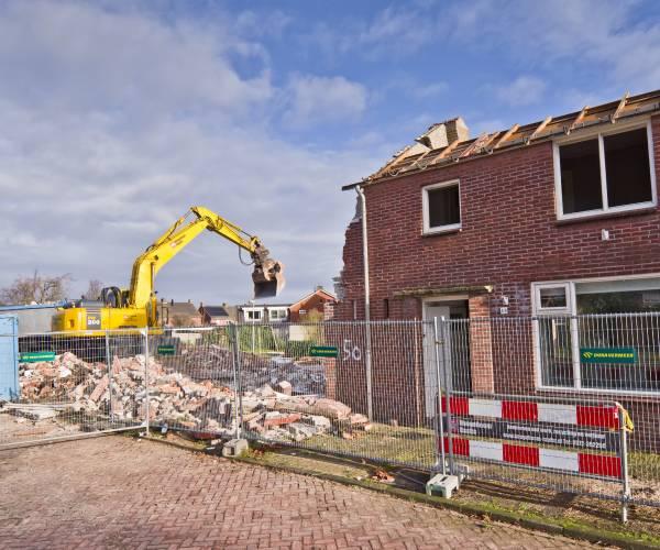 Sloop woningen 1e Esweg gestart; ruimte voor duurzame nieuwbouw