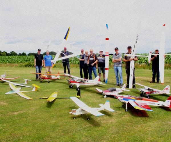 Jong en oud leert op instructiemiddag modelvliegclub Ikarus