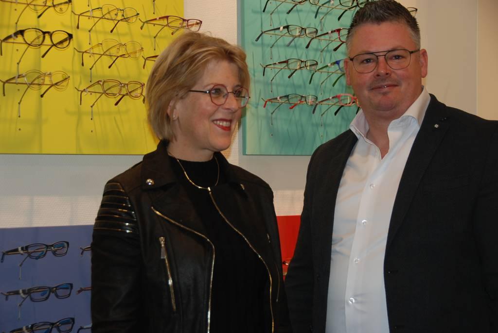 Wisseling van de wacht bij Optiek in Hellendoorn: Mark Diekman komt, Laura Braakhuis gaat