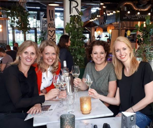 De Wijnvriendinnen; meer dan vriendinnen die houden van een wijntje
