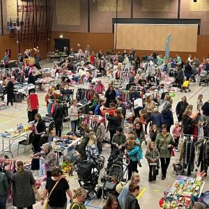 Drukke en geslaagde kinderkleding- en speelgoedbeurs en Ladies Fair