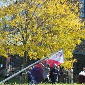 Samenwerkende scholen hijsen vlag Alma college