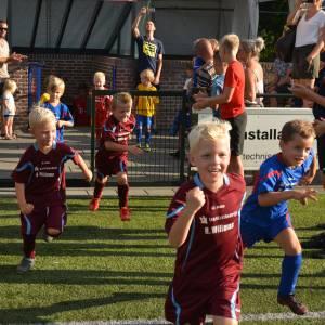 Jong voetbaltalent maakt kennis met F-League van v.v. Hellendoorn