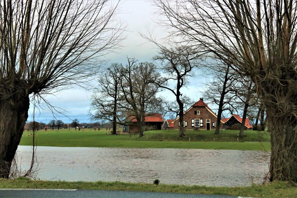 Foto 1. Hoogwater in Zenderen. Foto: Jos Huis in 't Veld