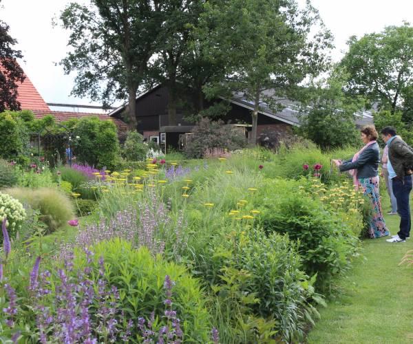 Groei & Bloei Almelo e.o. blij met belangstelling tijdens Open Tuinen Weekend