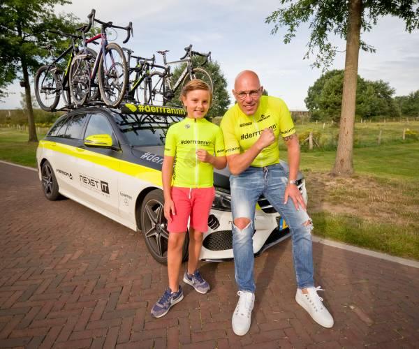 """Tricot van oud-wielerprof Gert Jakobs voor Mas Dekker: """"Niet parkeren, demarreren!"""""""