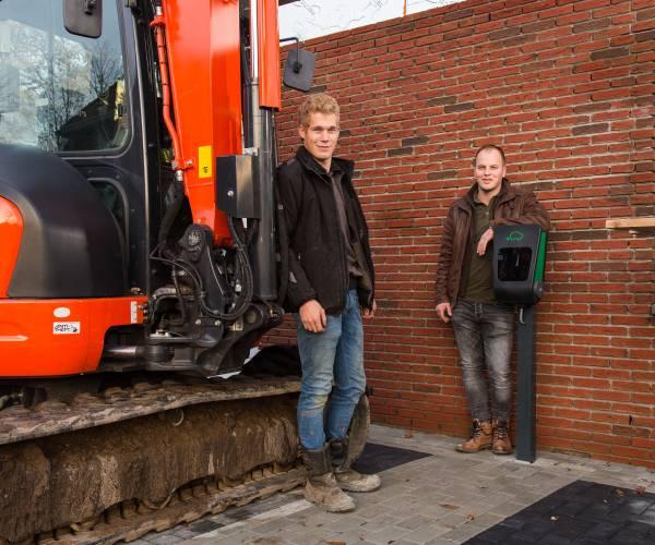 Jonge ondernemers starten nieuw bedrijf Laadpaal Twente