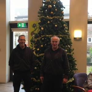 Scandinavian Tobacco Group schenkt kerstboom aan De Eeshof
