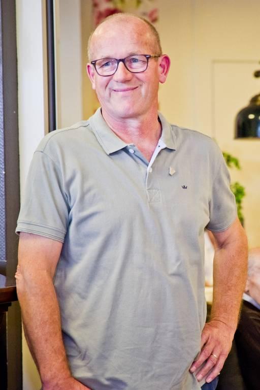Gerrit Jannink – verbaasd en met gepaste trots – gelauwerd met de vrijwilligersspeld.