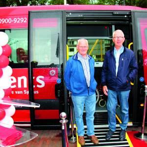 Feestelijke overhandiging nieuwe buurtbussen in Weerselo