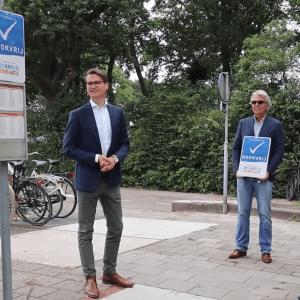 Marc en Richard gaan voor rookvrije busstations en perrons