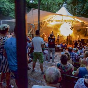 ZINiN start met zomerprogrammering Openluchttheater Nijverdal