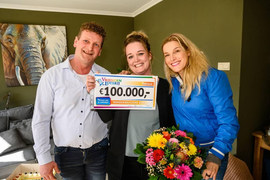 Fotocredits: Roy Beusker VriendenLoterij-ambassadeur Lucille Werner reikt cheque uit aan Jacquelien