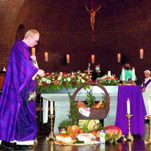 Indrukwekkende laatste viering Pancratiuskerk Albergen
