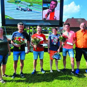 Jubilarissen VV Manderveen gehuldigd