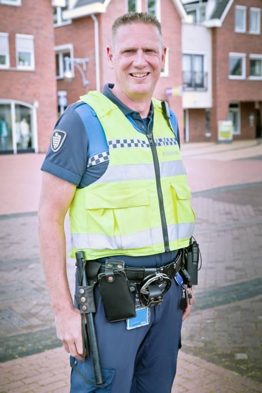 De Wierdense buitengewoon opsporingsambtenaar Jos Karels.