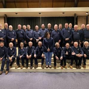 Shantykoor Riessen dankzij gulle sponsoren in een nieuwe outfit