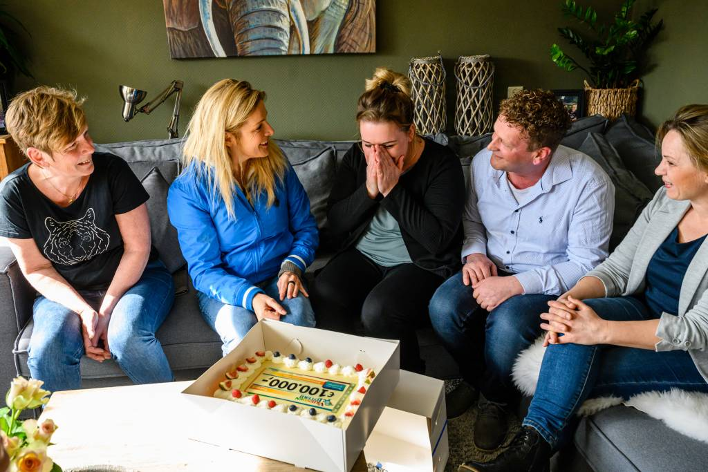 Fotocredits: Roy Beusker Jacquelien uit Vriezenveen wint 100.000 euro in de VriendenLoterij