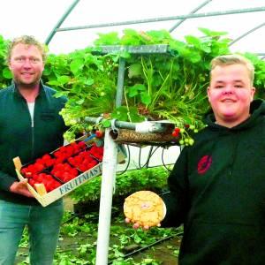 Almelose Vondelkoeken met Manderveense aardbeien, dat is dubbel smullen
