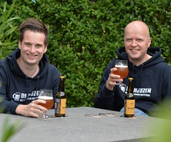 Brouwersduo brengt nieuw Twents Tripel bier in de markt