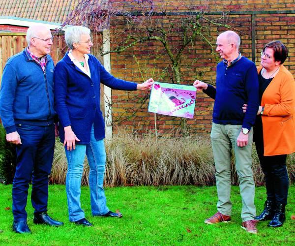 Overhandiging cheque aan Stichting Mooi Leven Huis Tubbergen
