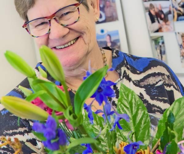 Brilmode Wierden neemt afscheid van trouwe medewerkster Jannie