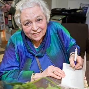Presentatie van gedichtenbundel Anke van der Linden bij Reterink