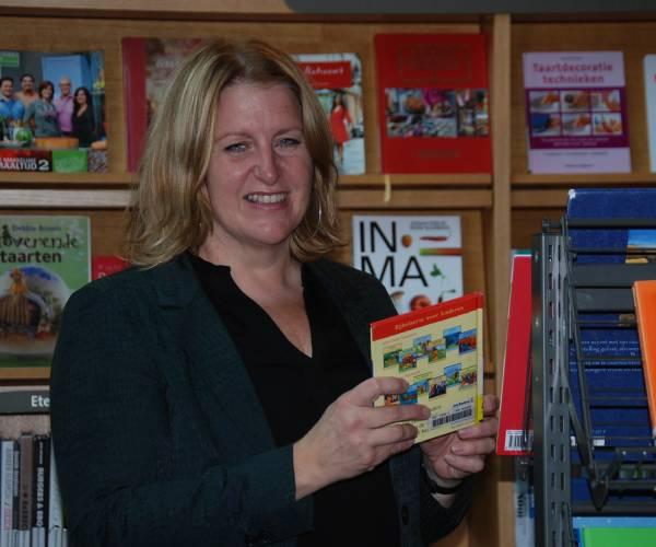 Karin Barth helemaal in haar element als nieuwe manager ZINiN Bibliotheek