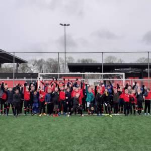 Vriezenveense jeugd neemt massaal deel aan voetbaltoernooien bij DOS'37 en DETO