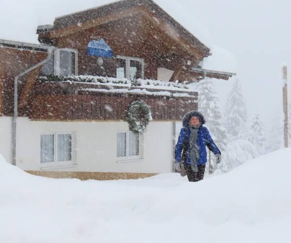 Extreme sneeuwval in Mittelberg, maar geen gasten voor oud-Borns stel