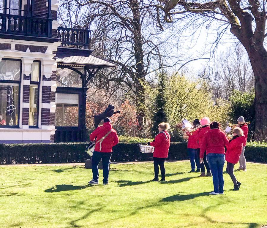 Het orkest in de tuin, foto W.Wissink