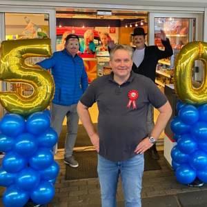 Rick Schasfoort voor z'n verjaardag verrast door 49 tankende Abrahams