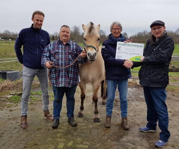Specsavers Almelo overhandigt cheque aan Stichting Gravenruiters