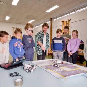 Leerlingen van Het Laar verdiepen zich in robotica