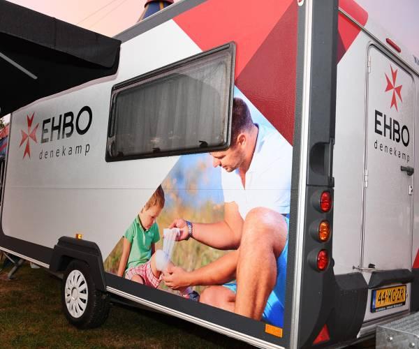 EHBO heeft met nieuwe, eigen caravan nu 'efficiënte behandelplek ter plaatse'